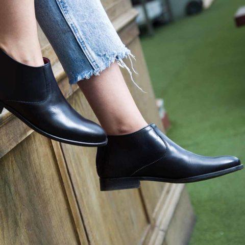 Botas de tacón bajo negras para mujer Astrud Black hechas a mano en España por Beatnik Shoes