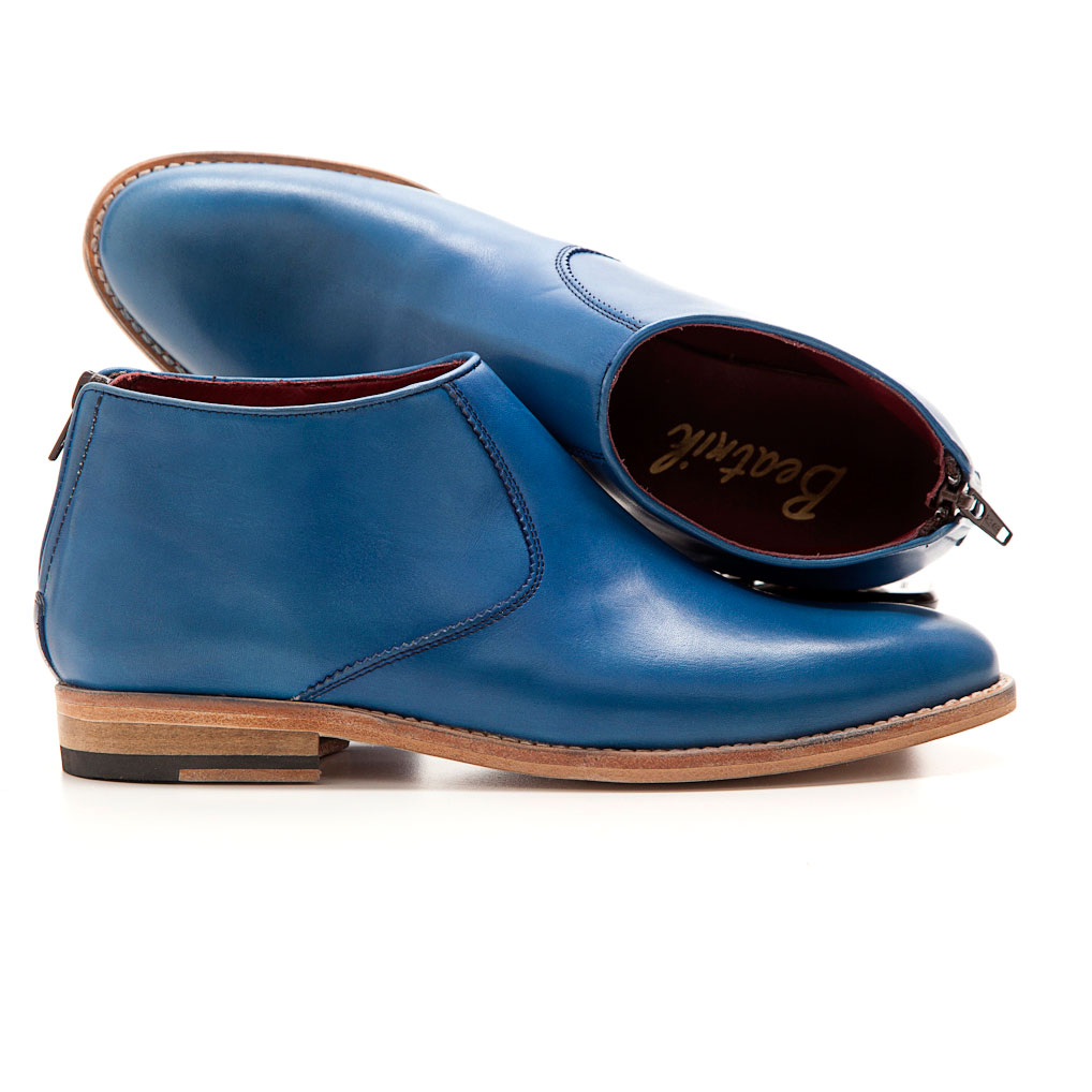 Flat ankle boots in blue leather Astrud Handmade in Spain.