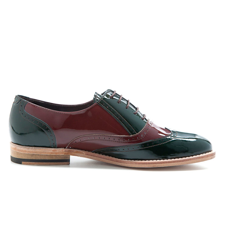 Oxford style low heel shoes for women in two-tone patent leather Lena Green on red Handmade in Spain by Beatnik Shoes