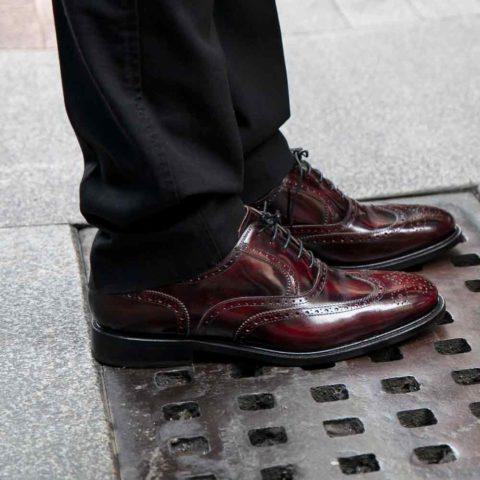 Zapato de cordones Oxford burdeos para hombre Holmes Burgundy hecho a mano en España por Beatnik Shoes