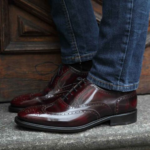 Zapato de cordones Oxford brogue burdeos para hombre Holmes Burgundy hecho a mano en España por Beatnik Shoes