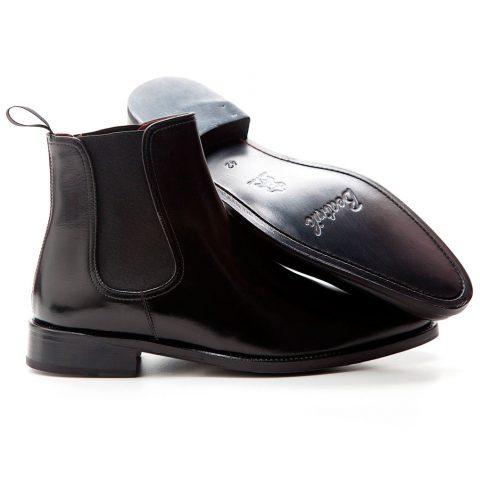 botín chelsea negro de hombre Hecho a mano en España en piel de becerro negra por Beatnik shoes
