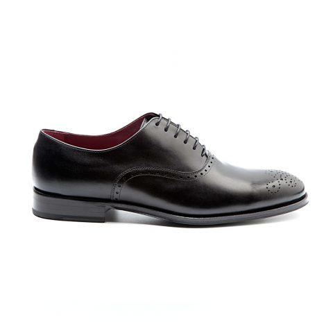 Zapato Oxford negro para traje de hombre hecho a mano en España en piel de becerro por Beatnik Shoes