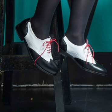 Two-tone Black and White Oxford style Shoes for women Lena BW Handmade in Spain by Beatnik Shoes