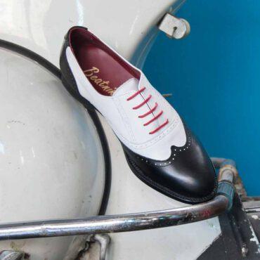 Zapato de cordones Oxford de mujer bicolor blanco y negro Lena BW por Beatnik Shoes