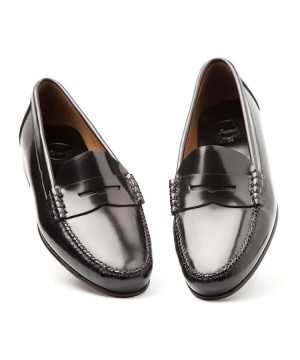Zapato bajo negro estilo castellano para mujer Fontella mujer por Beatnik Shoes