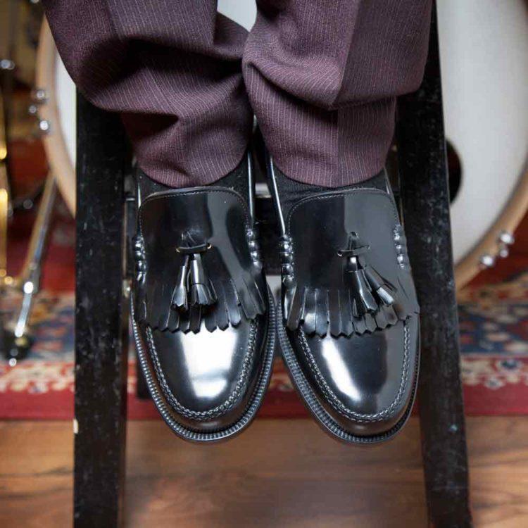 Tassel loafers negros con borlas de hombre Ginsberg hechos a mano en España por Beatnik Shoes