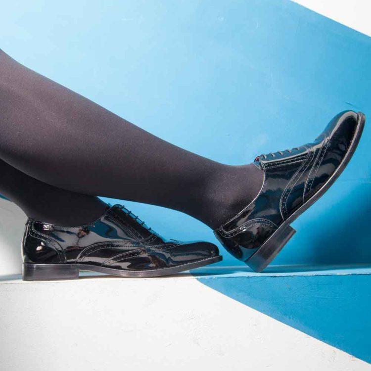Zapato de cordones estilo Oxford de charol negro para mujer Lena Pure Black por Beatnik Shoes