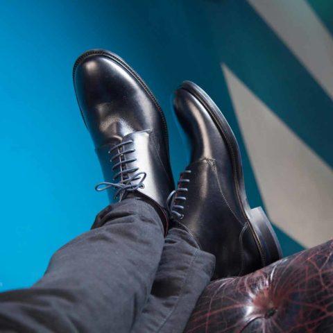 Bota negra para hombre de piel Dylan hecha a mano en España por Beatnik Shoes