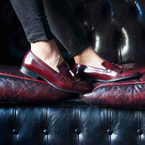 Mocasines burdeos de mujer con borlas Tammi Red por Beatnik Shoes