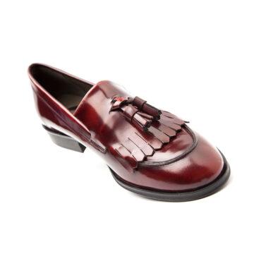 Mocasín de borlas burdeos para mujer Tammi por Beatnik Shoes