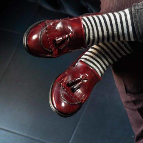 Mocasines burdeos de borlas para mujer Tammi Red hechos a mano en España por Beatnik Shoes