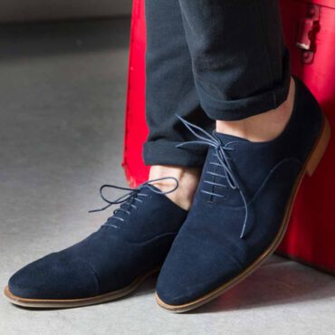 Zapato de cordones Oxford en piel vuelta azul para hombre Corso Blues hecho a mano en España por Beatnik Shoes