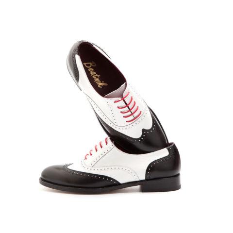 Zapatos de estilo Oxford bicolor blanco y negro para mujer Lena BW hechos a mano en España por Beatnik Shoes