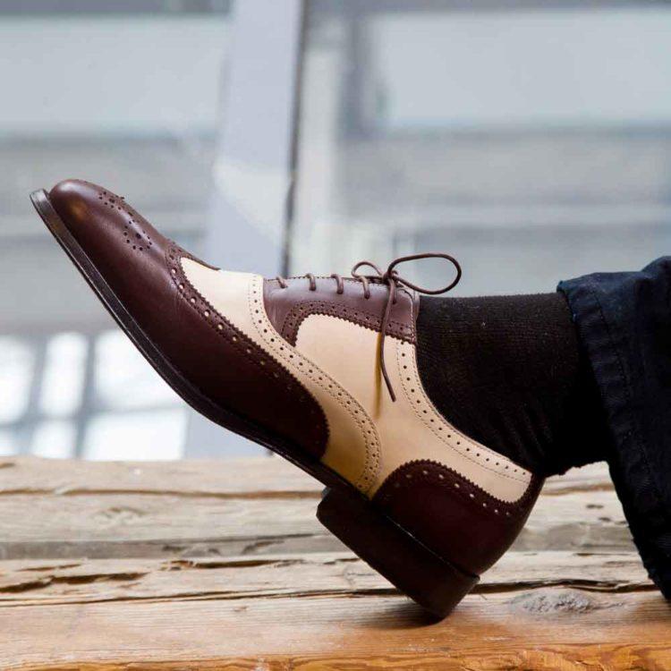 Zapatos estilo Oxford bicolor marrón y beige para hombre Holmes Beige & Brown hecho a mano por Beatnik Shoes