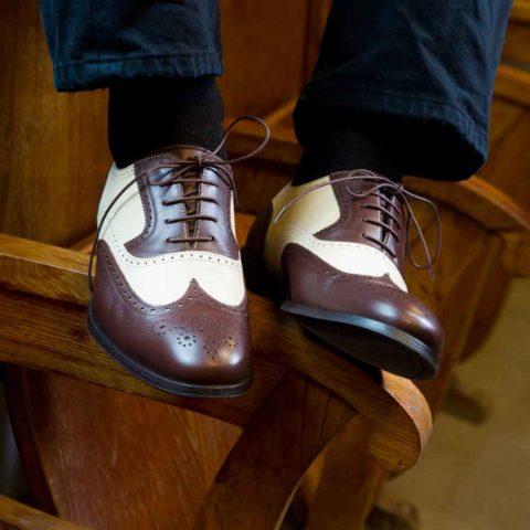 Zapatos Oxford en marrón y beige para hombre Holmes Beige & Brown hecho a mano por Beatnik Shoes
