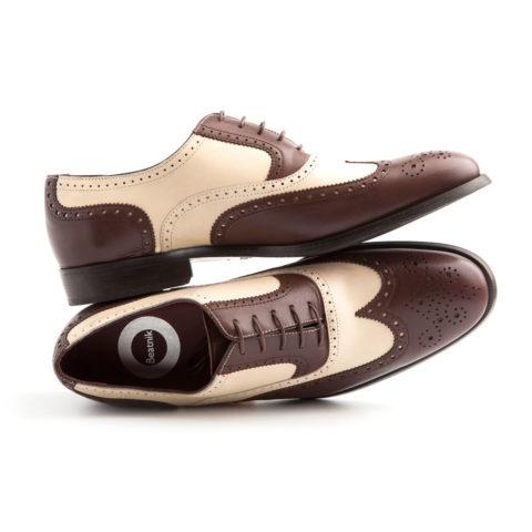 Zapato bicolor de cordones para hombre Holmes Beige & Brown hecho a mano en España por Beatnik