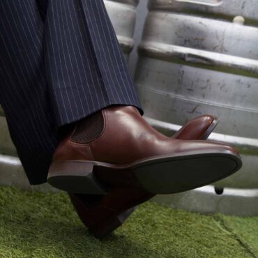 Botines Chelsea para hombre Cassady Brown hecha a mano en España en piel de becerro marrón por Beatnik Shoes