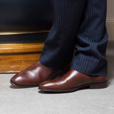 Botín Chelsea para hombre Cassady Brown hecho a mano en España en piel de becerro marrón por Beatnik Shoes