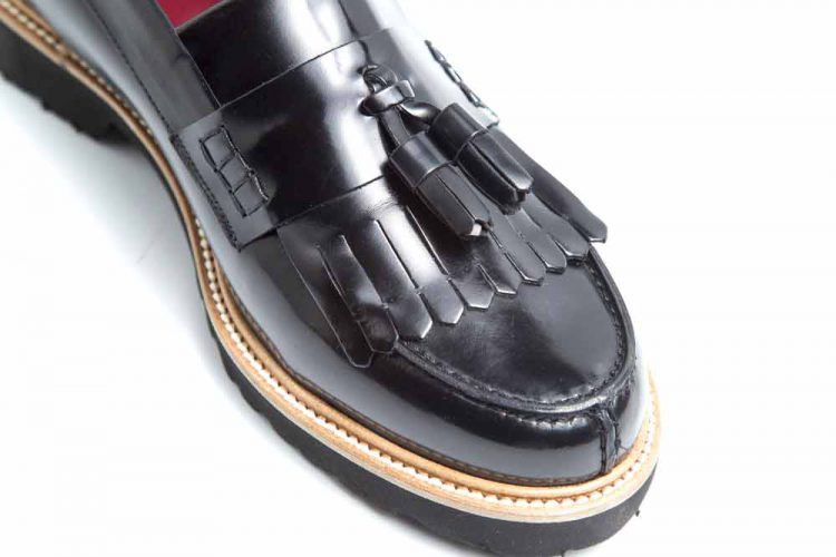 Black Tassel moccasins in genuine leather Beatnik Mary