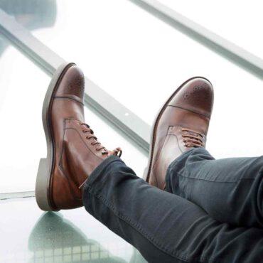 Botín de cordones para hombre Truman hecho a mano en España en piel de becerro marrón por Beatnik Shoes