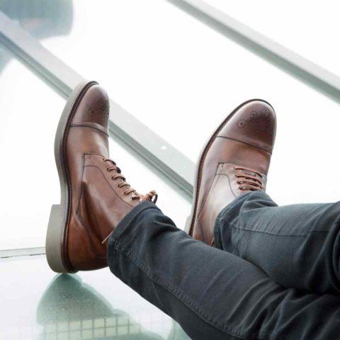 Botines de cordones para hombre Truman hechos a mano en España en piel de becerro marrón por Beatnik Shoes