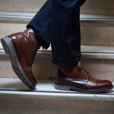 Botines brogue cap toe de cordones para hombre Truman hechos a mano en España en piel de becerro marrón por Beatnik Shoes