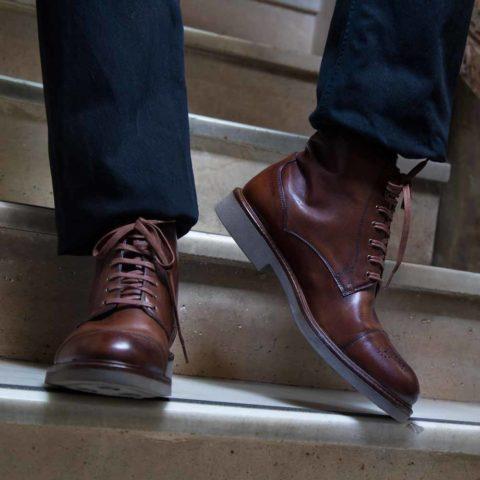 Bota brogue cap toe de cordones para hombre Truman hecha a mano en España en piel de becerro marrón por Beatnik Shoes