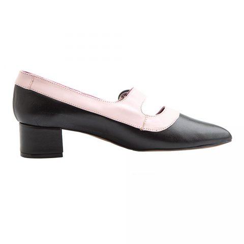 Zapato de salon bicolor rosa y negro de tacón medio con hebilla para mujer Sylvie BP. Hecho a mano en España por Beatnik Shoes