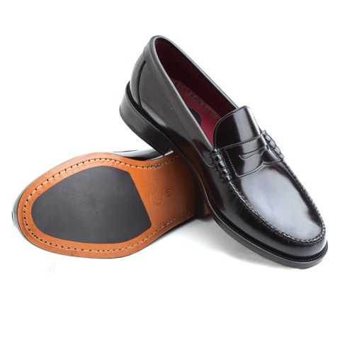 Classic black loafers for men in genuine leather