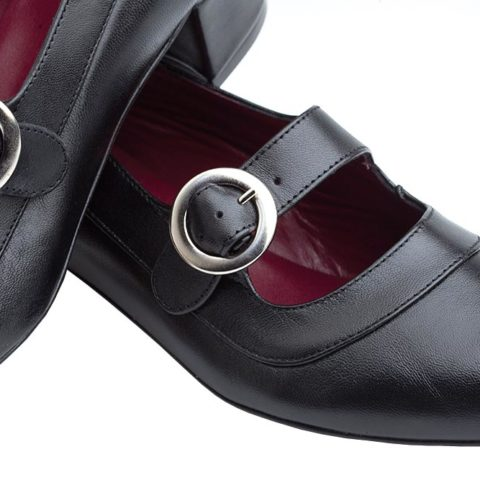 Zapato de salón negro con hebilla para mujer Sylvie Black hecho a mano en España por Beatnik Shoes