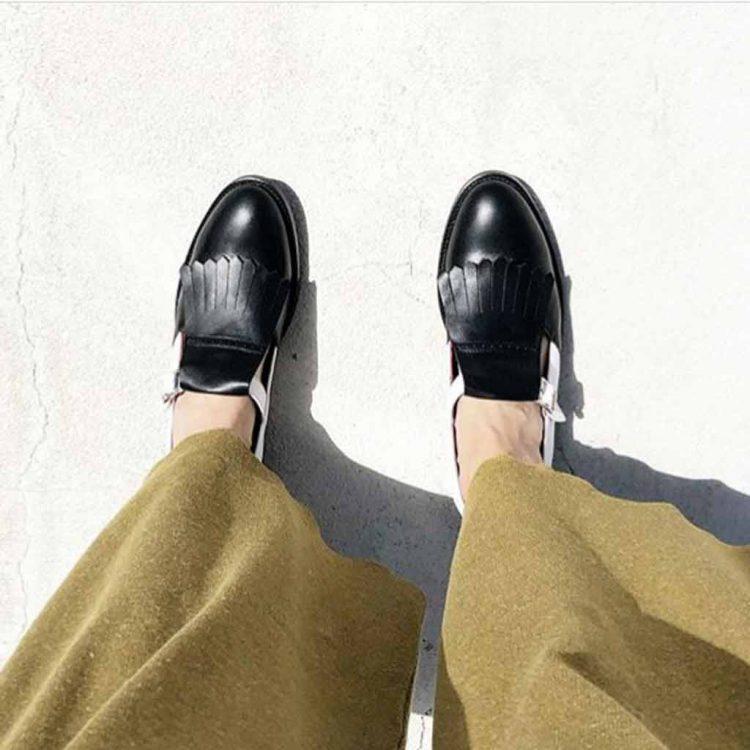Mary Jane de hebillas bicolor para mujer Brenda Black and White hecho a mano en España por Beatnik Shoes