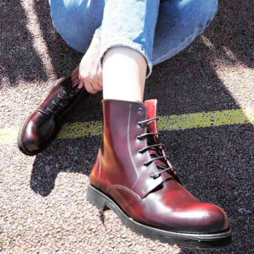 Burgundy combat ankle boots in genuine leather Joan. Handmade in Spain by Beatnik Shoes