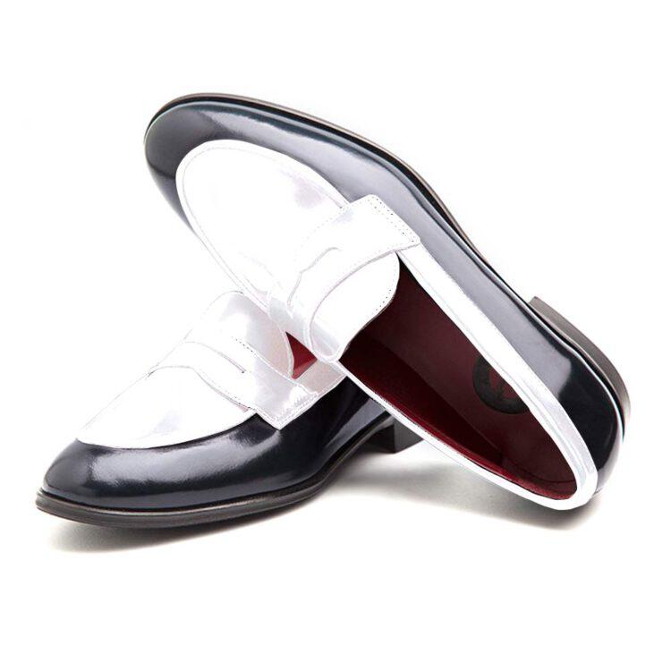 Penny loafers bicolores blancos y negros clásicos para mujer en piel hechos a mano en España por Beatnik Shoes Irma Black & White