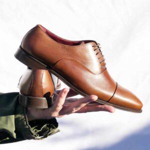Zapato marrón cordones para hombre hecho a mano en España por Beatnik
