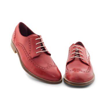 Zapato rojo de cordones estilo Blucher en piel y cómodo tacón bajo para mujer Ethel Orange Crush. Hecho a mano en España por Beatnik Shoes