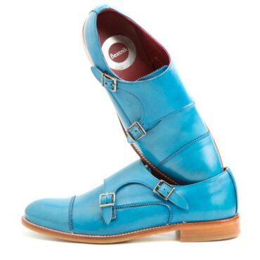 Zapato monk de dos hebillas azul para mujer Beatnik June Blue. Hecho a mano en España por Beatnik Shoes